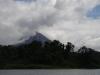Aan de voet van de vulkaan is de jungle