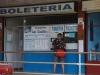 Kaartjes kopen voor de bus terug naar El Colibri Rojo