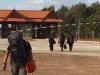 Bepakt en bezakt lopen we Cambodja uit