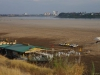 De Mekong River, watersporters wachten op betere tijden