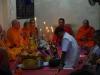 Met koord zijn de monniken aan elkaar verboden en in één dreun klinkt het gebed