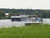Vrachtschepen varen stroom op- en afwaarts