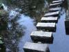 De oorspronkelijke stenen om de rivier over te st eken; ondertussen is er een brug naast gelegd