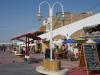 De boulevard met de tientallen restaurants en nog meer souvenirwinkels is in verval