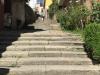 De trappen naar het knusse, oude centrum van Sarria