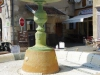 Place de la Fontaine, de fontein staat alleen droog