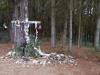 In het bos is het kruis 'opgetuigd'