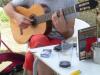 In Casanova luisteren we naar een Spanjaard die op zijn gitaar tokkelt
