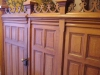 Mooie details, zoals de unieke houten deur voor de trap