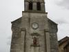 De kerk van Négrondes is gesloten, maar de sleutel ligt verderop in een brievenbus