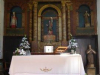 Het kerkje jis eenvoudig; 2 Duitse dames staan te zingen en te bidden