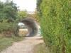 Het pad loopt onder de weg door