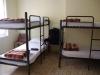We slapen op een slaapzaal met 3 stapelbedden; het is goedkoop, € 10,-- p.p.