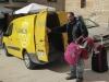 Voor € 5,-- per dag kun je je rugzak van de ene Albergue naar de andere laten brengen; leuke bijverdienste voor de postbode