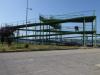 De voetgangersbrug over het spoor