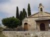 Net buiten Rabé de las Calzadas staat dit lieflijke kerkje