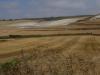 Op naar Hornillos del Camino, het landschap verandert niet echt; het is stoffig en heet