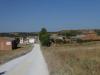 We dalen af het dorp in en vallen neer op het eerste het beste terras
