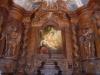 De mooi gerestaureerde kapel, met zinnenprikkelende glas-in-lood-ramen