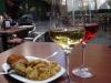 Met moeite weten we om half 5 een wijntje te scoren, de stad houdt nog siësta