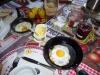 Feest aan de ontbijttafel, 'la vache qui rit' en gebakken ei