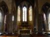 Ook deze kerk is sober, maar het glas-in-lood is ook hier fraai