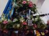 Het beeld van de Zwarte Madonna is in processie door het dorp gedragen