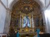 De kerk van Molinaseca is fraai; de dame bij de deur kijkt verbaasd omdat we niet om een stempel vragen