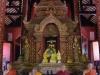 De zoveelste tempel met levensechte, wassen monniken