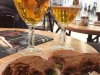 We drinken een Leffe Blond en eten een heerelijk broodje