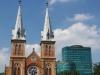 Cathedral Notre-Dame, Diamond Plaza en helemaal rechts De Mac