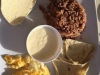 Zwarte koffie, tortilla's, zachte kaas, ei en bonen