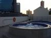 In het hotel nemen we een duik in het zwembad