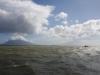 Rond de toppen van de vulkanen hebben zich mooie wolkenformaties gevormd