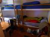 Mooie beddenmet schotten op een niet zo grote slaapzaal, dus redelijk privacy