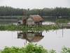 Viskwekerijen in de lagine; zouden mensen hier ook echt wonen?