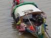 De visser wordt gemaand zijn boot te verplaatsen en elders te gaan vissen, terwij zijn vrouw een bad neemt