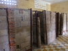 In vm klaslokalen werden cellen gebouwd voor één persoon
