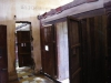 In andere lokalen werden van hout cellen gemaakt, ook hierin geen bedden