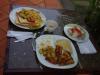 Om 09:00 wordt het ontbijt op ons terras geserveerd