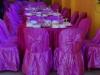 Eenvoudige plastic stoeltjes worden voorzien van een sjiek kleedje