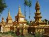 Boeddhisten worden gecremeerd; een bot of been wordt in de stupa bijgezet