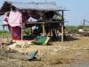 Huizen staan palen voor als het hoog water wordt