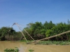 Een ingenieus stukje vakmanschap, deze kraan van bamboe om het visnet omhoog te takelen