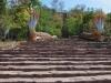 De trappen naar de Golden Boeddha, een hele klim