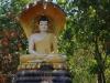 De eerste Boeddha, onder aan de trap