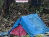 De 'dakloze' slaapt nog, maar je kunt een donatie voor hem achterlaten in het busje