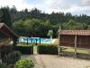 Vanuit onze kamer uitzicht op de tuin en het zwembad