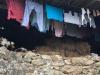 In een hooischuur hangt de was te drogen