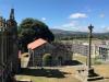 Een kerkje, omgeven door 'grafflats' en natuurlijk gesloten